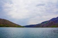 丹东宽甸青山湖与两侧群山山脉