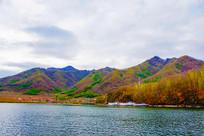 丹东宽甸青山湖与群山民房游艇