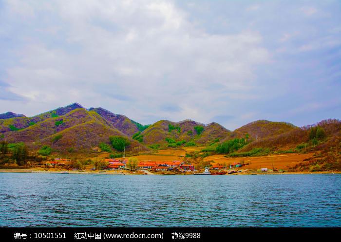丹东宽甸青山湖与群山农家院群图片