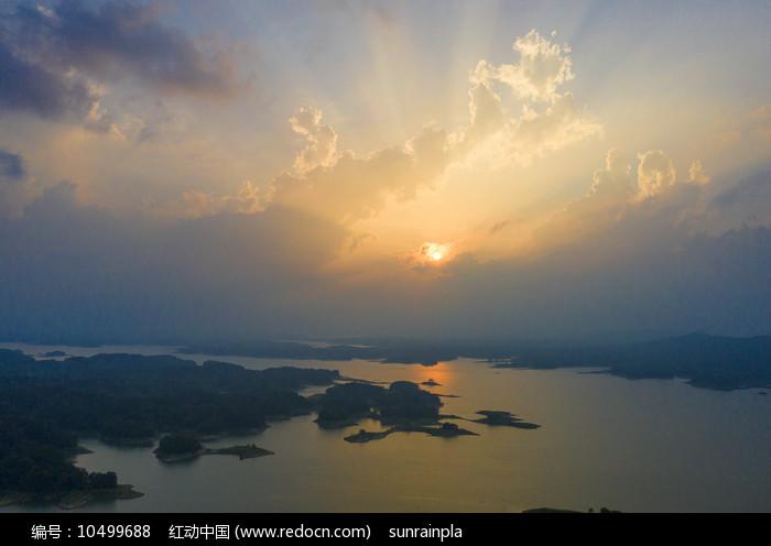 日落西山彩霞飞图片