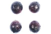四颗分开的紫红葡萄