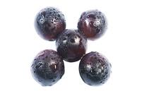 五颗组合的紫红葡萄