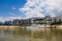 长江之滨的巫山县城