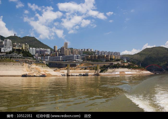 发展中的巫山县城图片