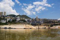 蓝天下的巫山县城