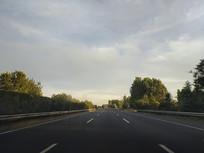 清晨高速路