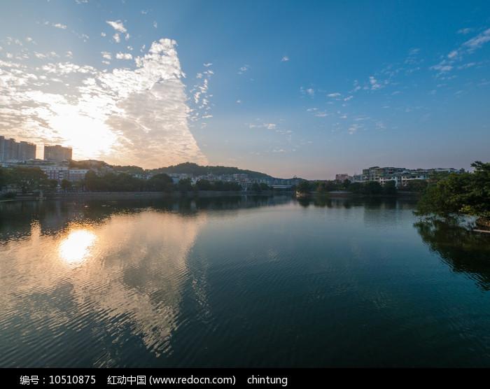 夕阳下的惠州西湖风景区风光图片