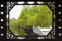 花窗外的包河公园园林景观