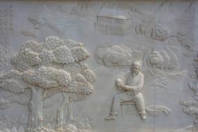 张果老树旁坐凳子手拿鞋子壁雕