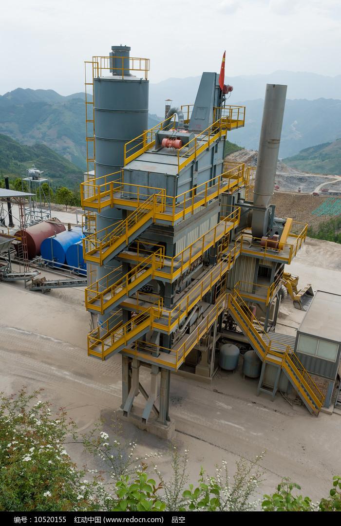 沥青混凝土搅拌站生产环境图片