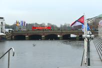 德国汉堡市的阿尔斯特湖上拱桥