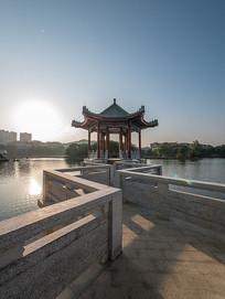 夕阳下的惠州西湖仲元亭