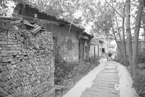 逐渐废弃的民国古村和悦村