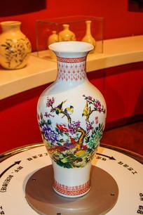 喜鹊登枝图案陶瓷花瓶