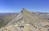 青藏高原群山及荒芜的山岭