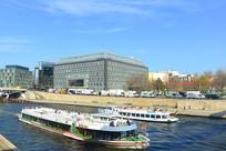 德国柏林施普雷河沿岸城市风光