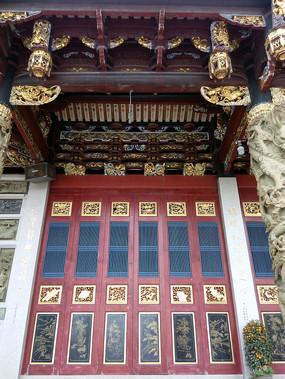 木雕彩金漆门窗