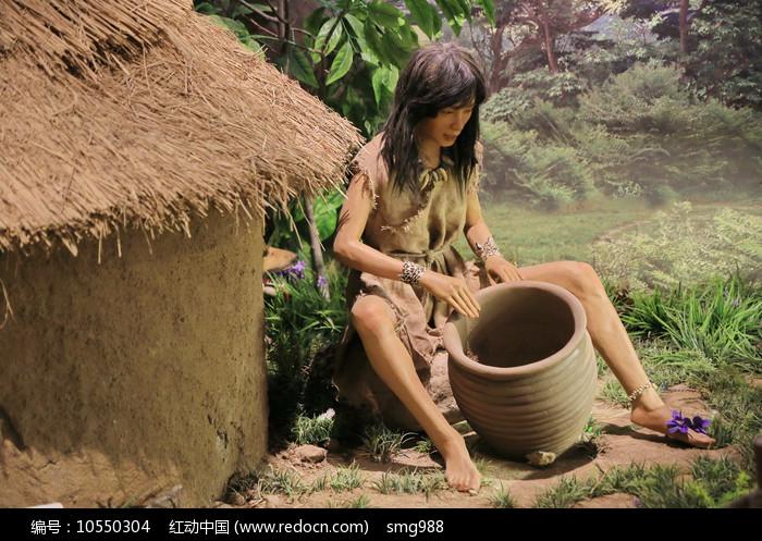 原始人制陶器蜡像