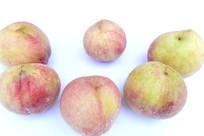 六个白花桃桃子