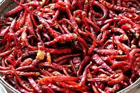 一堆红色干辣椒