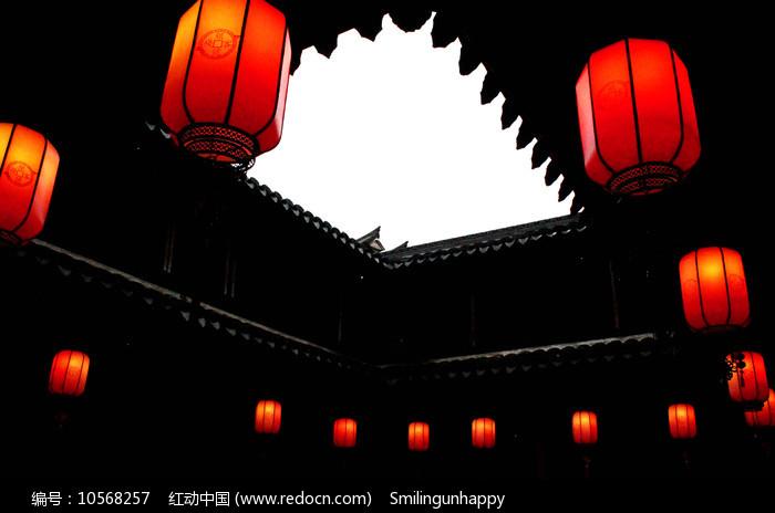 古楼天井和红灯笼图片