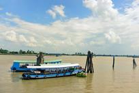 越南九龙江旅游景区的游船