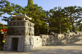 韩国水原孝园公园仿华城的大门