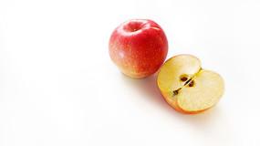 红苹果和红苹果的一半