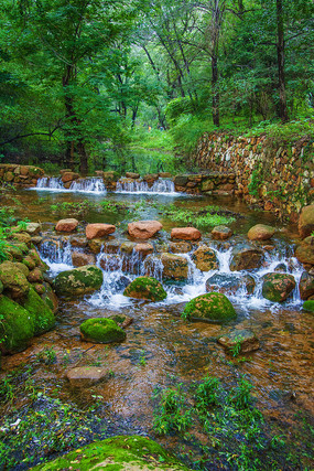 千山财神庙潭溪溪流与双层瀑布