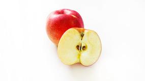 切开的红苹果