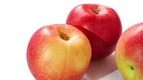 三个红苹果近景特写