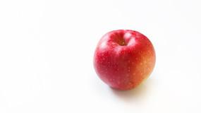 一个红苹果近景特写