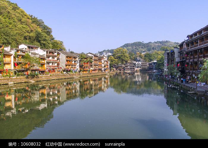 凤凰古城沱江两岸图片