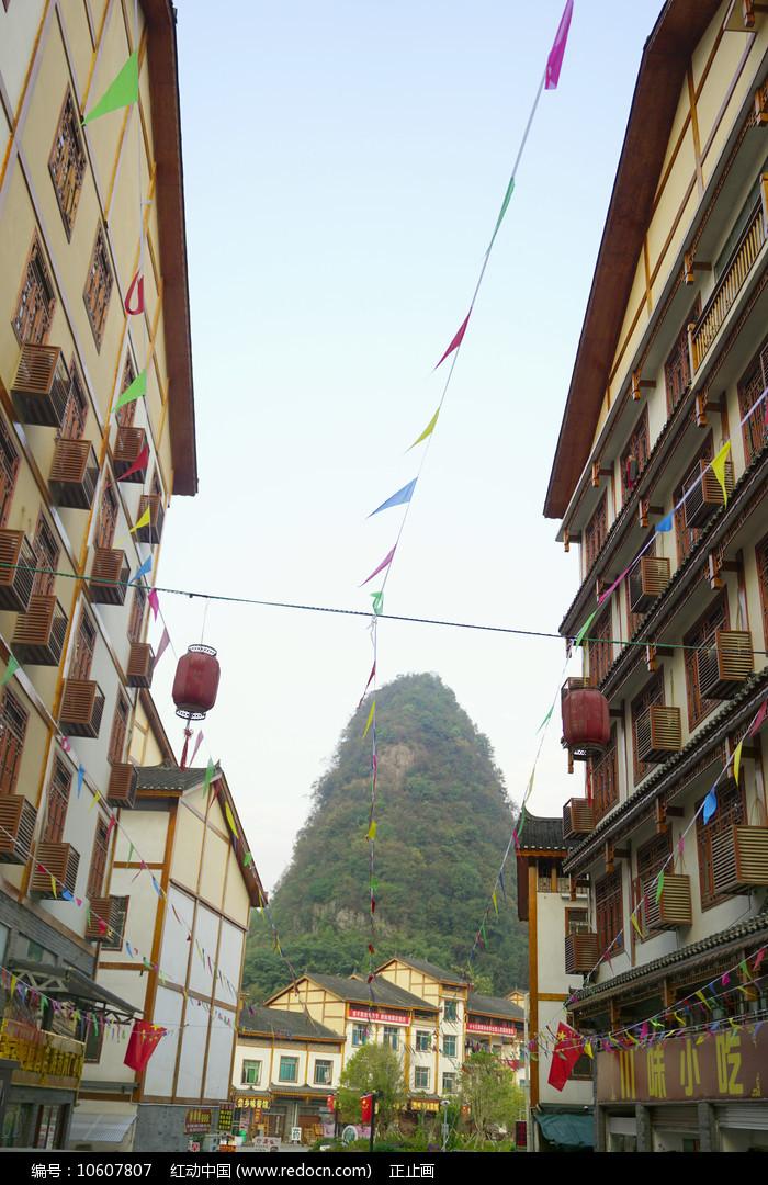 贵州荔波小七孔美食街的街道图片