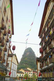 贵州荔波小七孔美食街的街道
