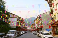 黔南荔波小七孔美食街的街道