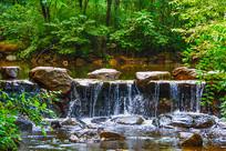 龙潭堤坝小瀑布与树林