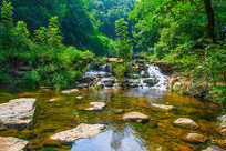 千山谦潭瀑布树木树林
