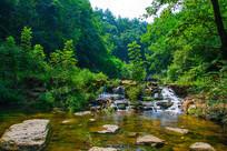 千山谦潭瀑布与森林树木