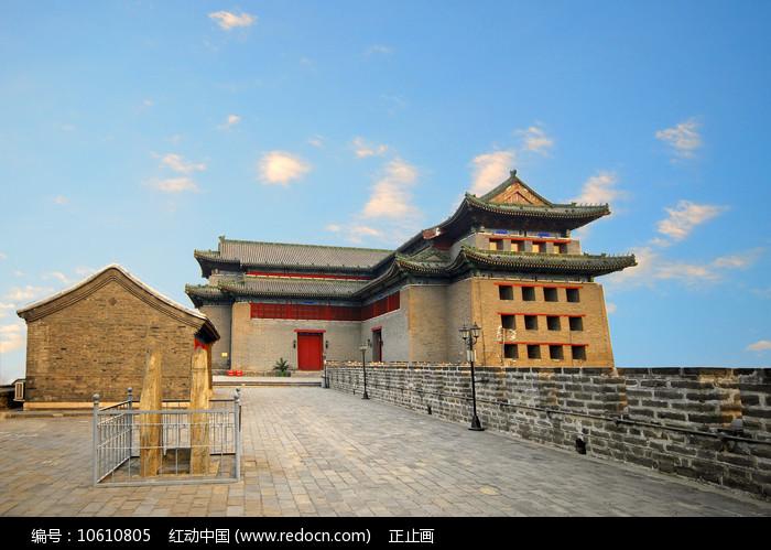 北京的明城墙遗址东南角楼图片