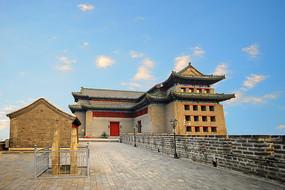 北京的明城墙遗址东南角楼