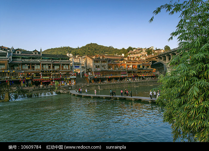 凤凰古城归一园木桥图片