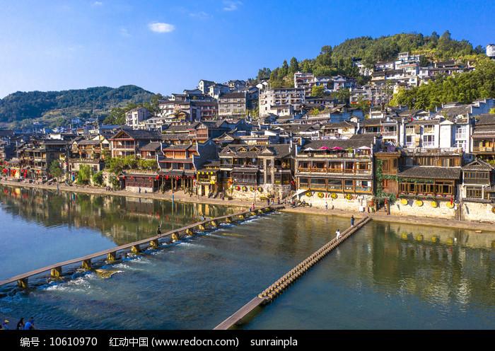凤凰古城木桥跳岩图片