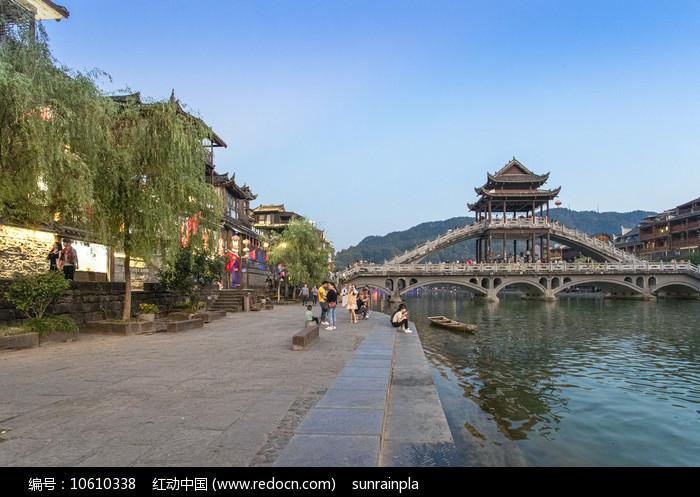 凤凰古城云桥黄昏图片