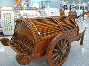 北京首都国际机场候机厅仿古木书车装饰