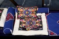 苗族枕头靠垫的手工艺刺绣