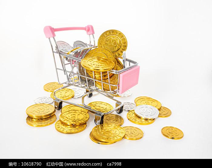 粉红色购物车里的金币图片