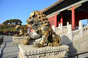 故宫九龙壁铜狮子
