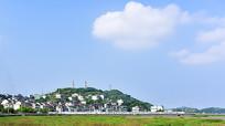 蓝天白云下的嵊泗县洋山镇