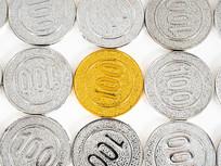 银币中的一枚金币平铺图